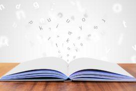 livre ouvert avec des lettres